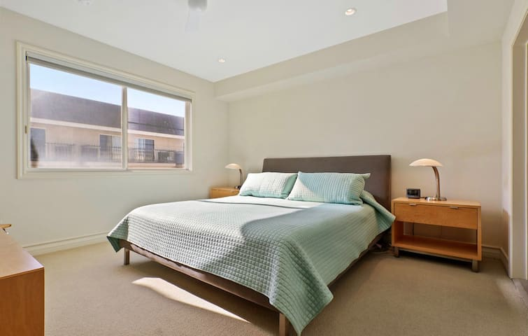 Master Bedroom (King Size Bed) with TV