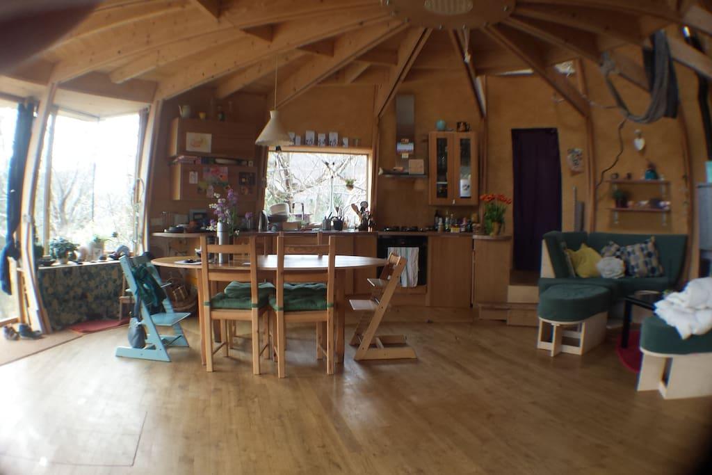 Maison d me en bois cologique dans la nature earth for Maison dome en bois