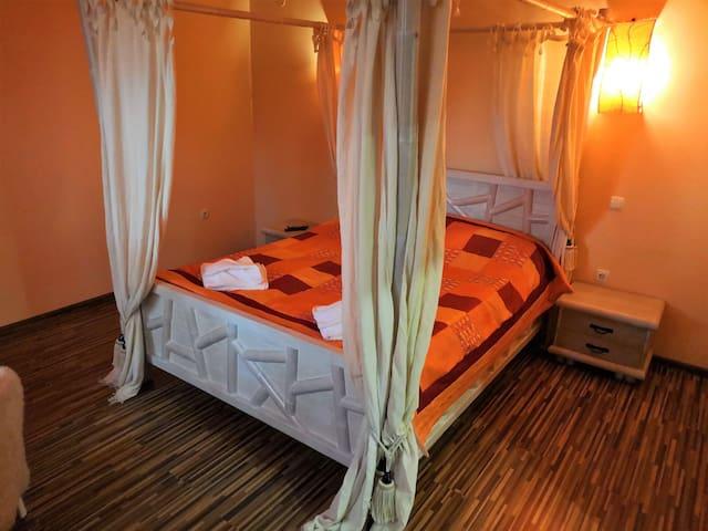House 2 Bedroom 2 (en-suite)