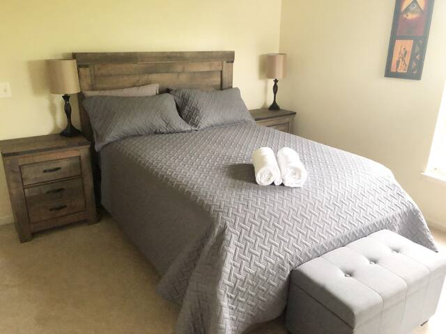 Comfy Bedroom in Lovettsville - easy access to DC!