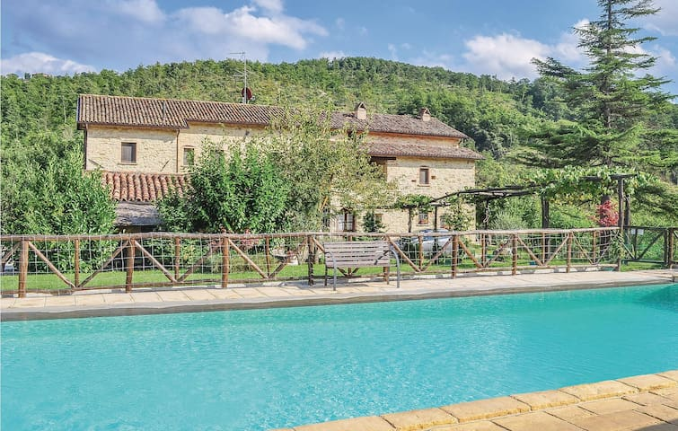 Holiday cottage with 9 bedrooms on 500m² in Monte S.M.Tiberina PG