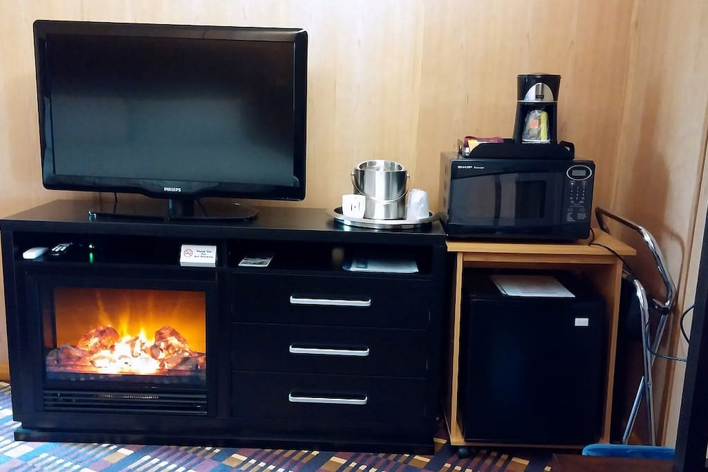 fire place, entertainment center, kitckenette,
