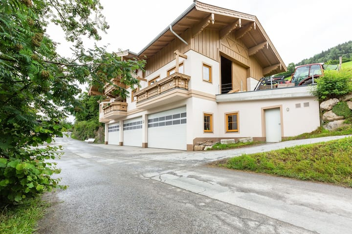 Spacious Villa with Sauna in Mittersill
