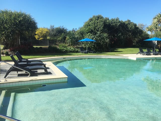 Split queen electric adjustable bed Resort Room. Sub penthouse level with hinterland views. Unit Includes use of all the resort facilities. Huge heated pool in landscaped gardens, gym, direct beach access. SurfAir has a bistro, sports bar and day spa