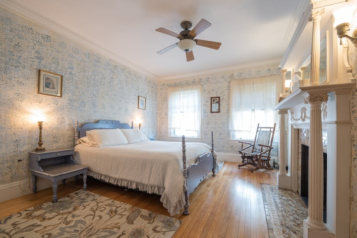 Beautiful room in classic Victorian house