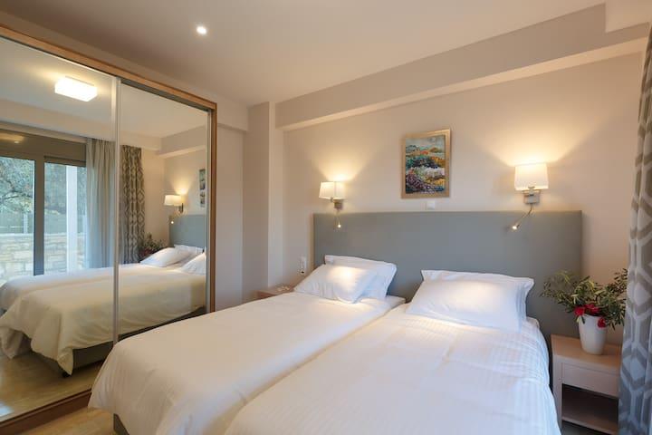 2nd Bedroom - ground floor & 2 single beds