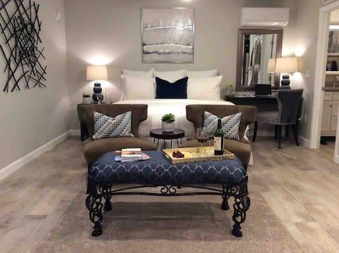 Luxury Casita on 5 Acre Estate w/ Views & Hot Tub