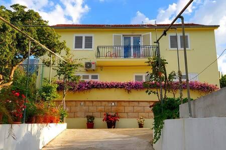 Villa Jolanda Beachfront Residence