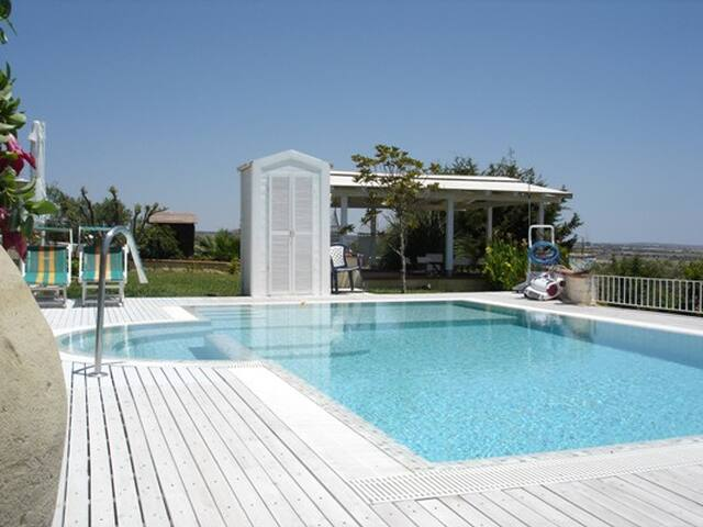 Marina di Rg- Guest House with pool