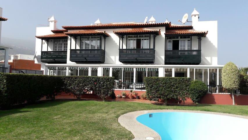 Haus im Paradies - El Durazno - House
