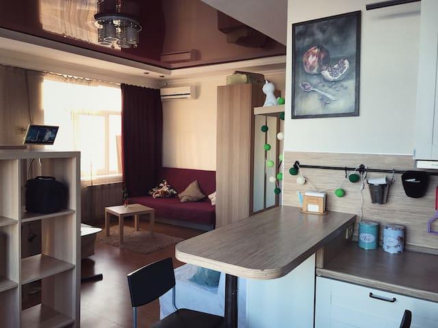 Сдам уютную квартиру-студию в центре города!