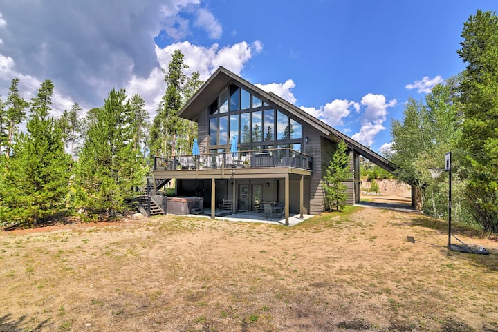 Luxury Central Grand Lake Home w/Huge Deck+Hot Tub