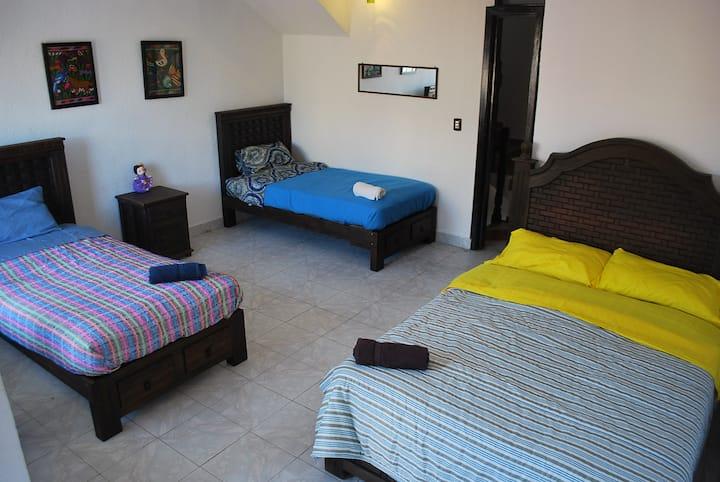 Habitación  privada con terraza, familiar, grupos