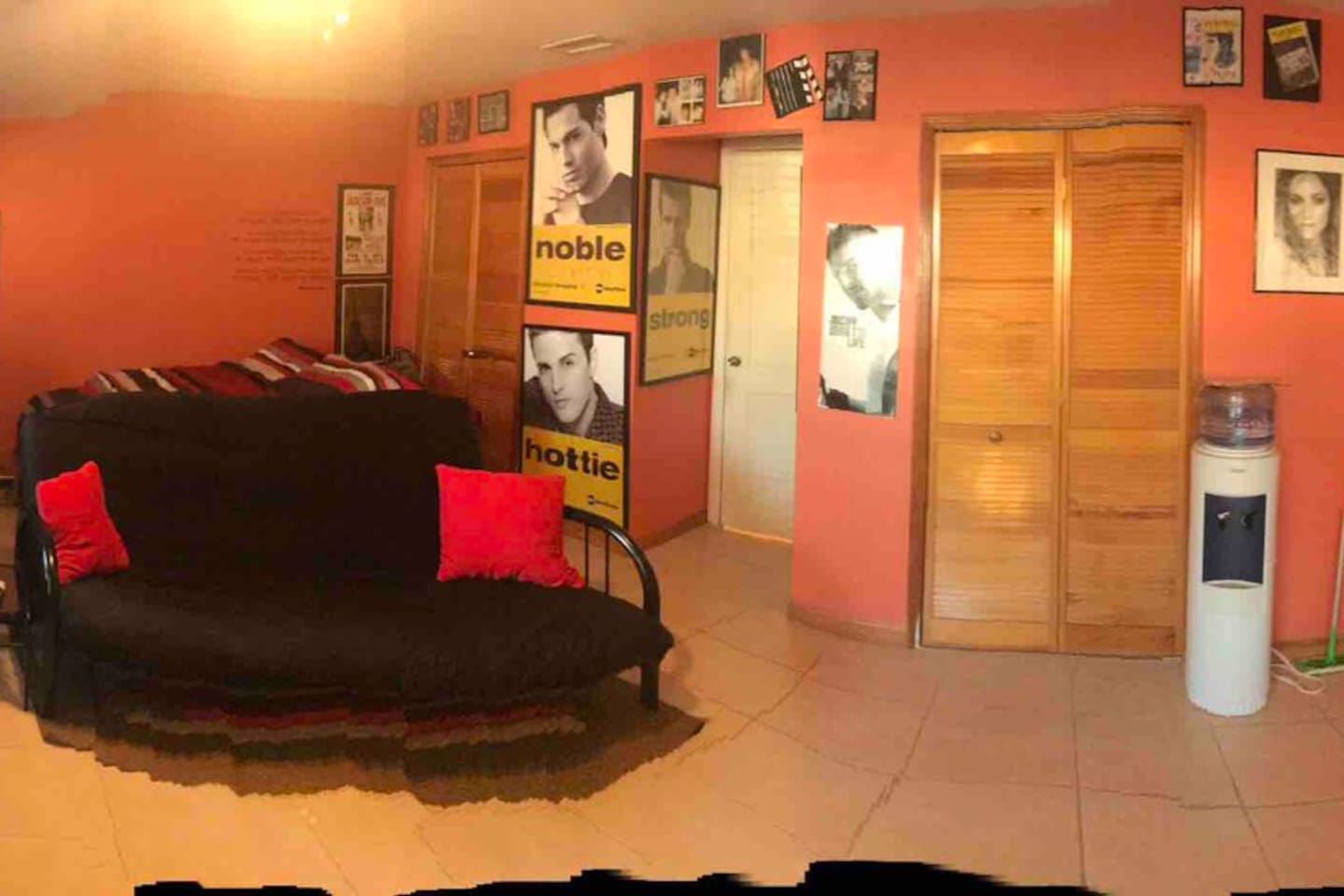 Large Studio with Private Entrance  1 Queen Bed, 1 Bunkbed, Private Bathroom, Mini Fridge, Microwave