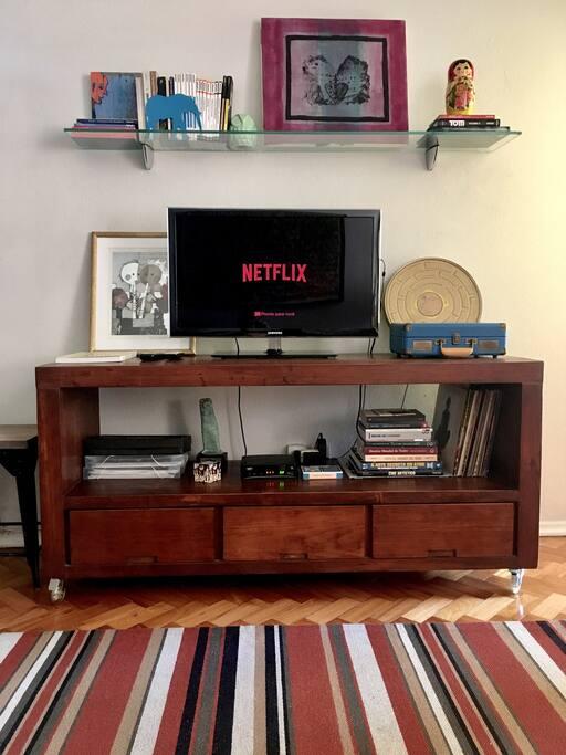 Smart TV com Chrome Cast e canais a cabo