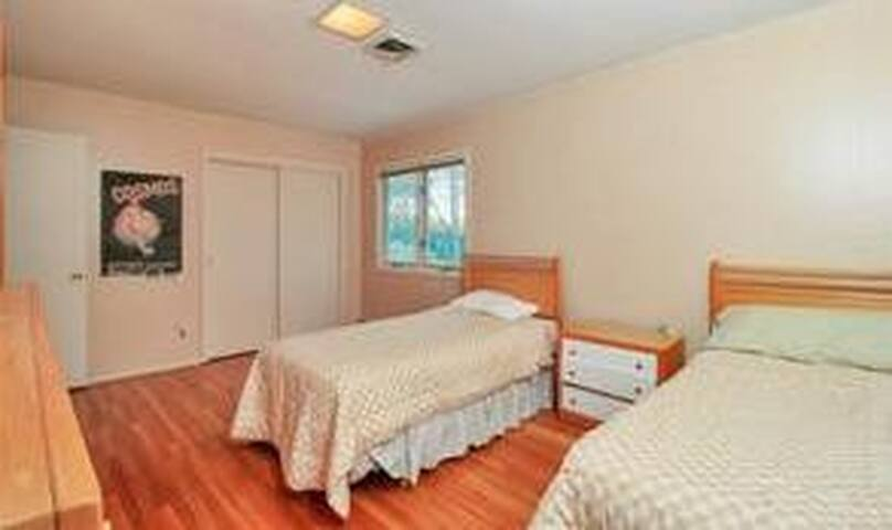Private room in lovely house 20 minutes from NYC - Tappan