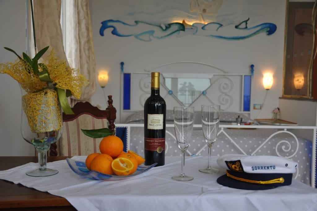 Una Delle Camere del Bed and Breakfast Casa Mazzola in Sorrento, art and comfort