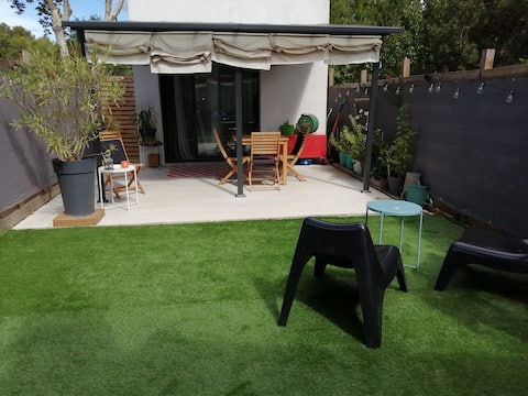 Cosy studio with terrace and enclosed courtyard