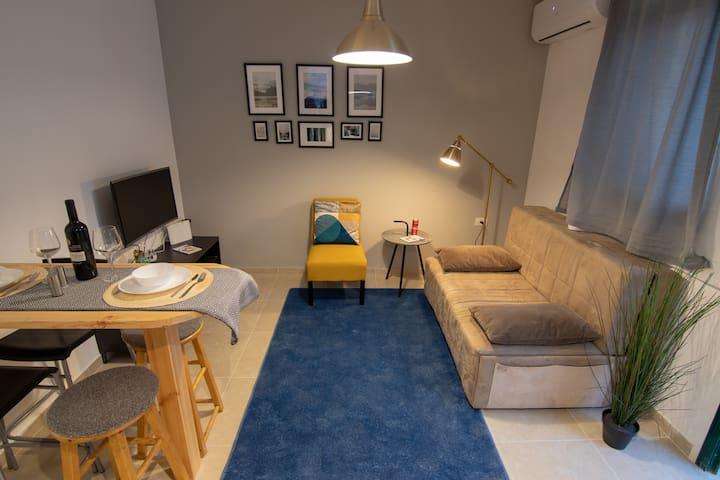cozy boutique apartment near the Market!!