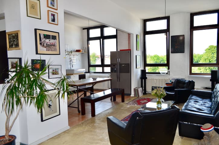 Beautiful and Bright Bohème Loft in cool Neukölln!