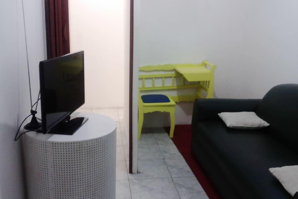Sala de tv e leitura