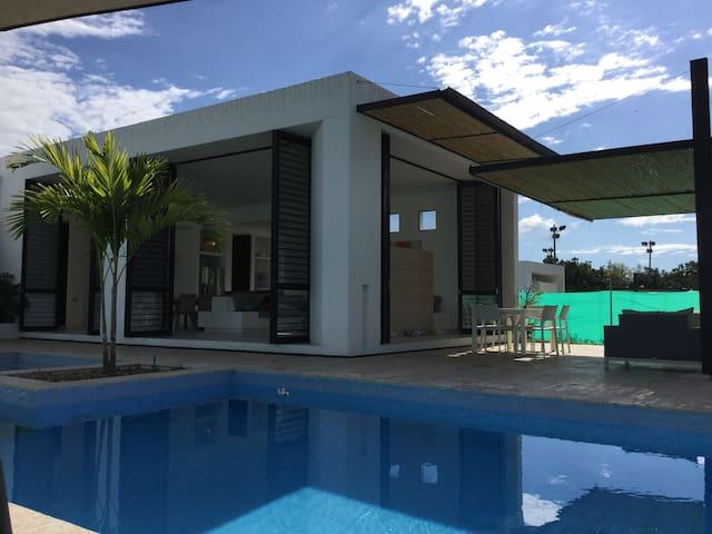 ESPECTACULAR CASA DE CAMPO ANAPOIMA - Anapoima - Condominio