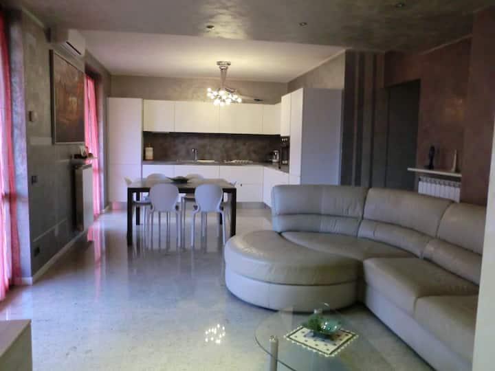 L&R Apartment,comodo  riservato(CIR016042CNI00002)
