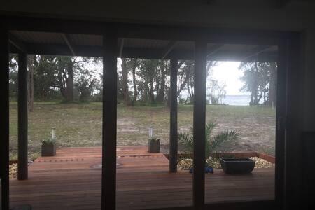 Raymond Island beach house - House