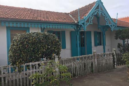 Logement dans maison typique pour quatre personnes - Vendays-Montalivet - 단독주택