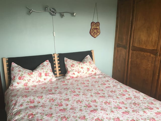 COMFORTABLE DOUBLE ROOM and more - Hitchin - Casa