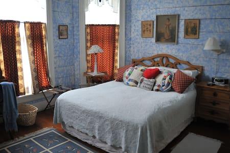 The Minden Room at Pecan Street Inn - Bed & Breakfast