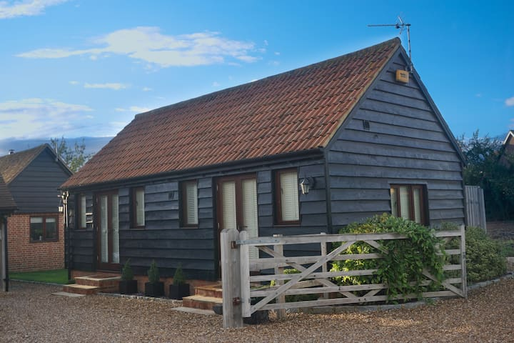 The Cwtch - cosy, contemporary, 1 bed barn