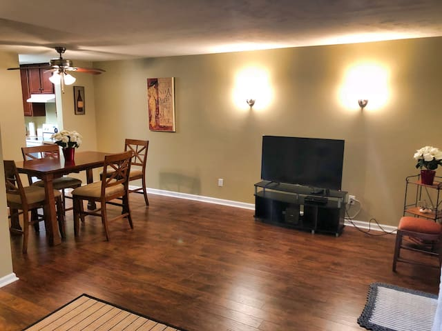 MAGNOLIA PLACE - Private Townhouse in a Quiet Area