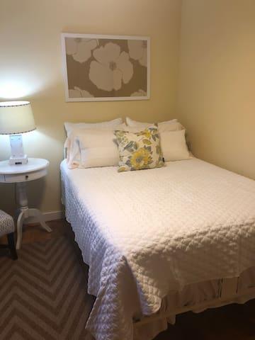 Downstairs bedroom.