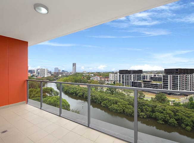 Charming ensuite with balcony river and city view
