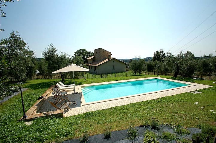 Detached house with fenced/private pool 100km Rome - Amelia - Casa
