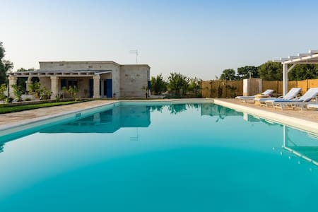 Private Villa with Pool, BBQ & Parking