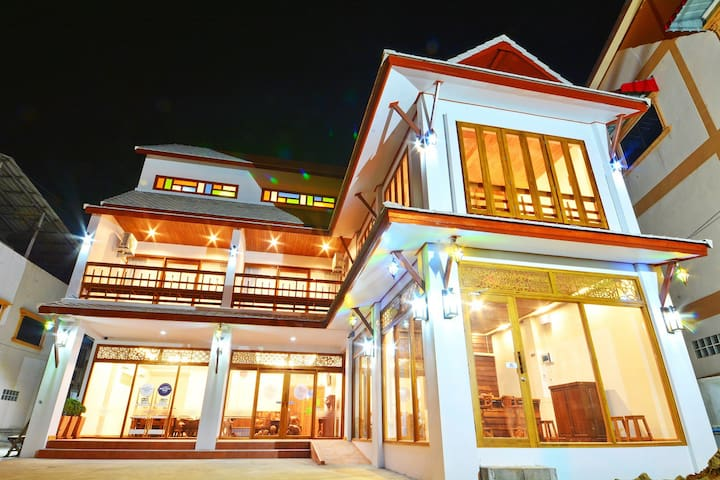 The Indigo House Phrae - Thung Hong - 家庭式旅館