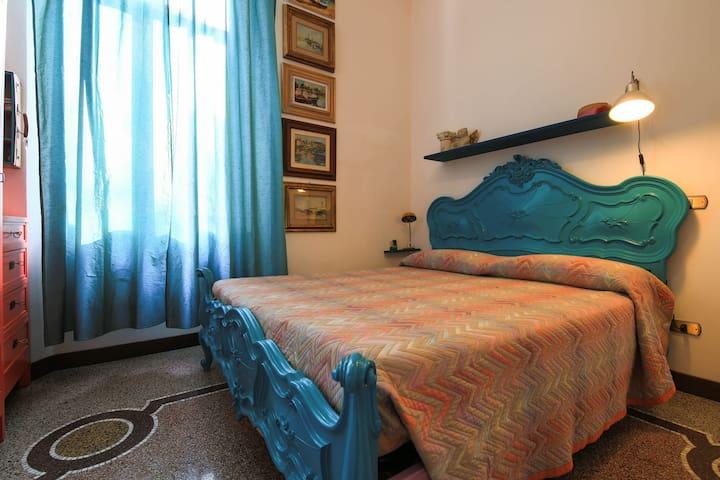 """Al giardino degli artisti, Double bedroom """"Mare"""" - Cairo Montenotte - Bed & Breakfast"""