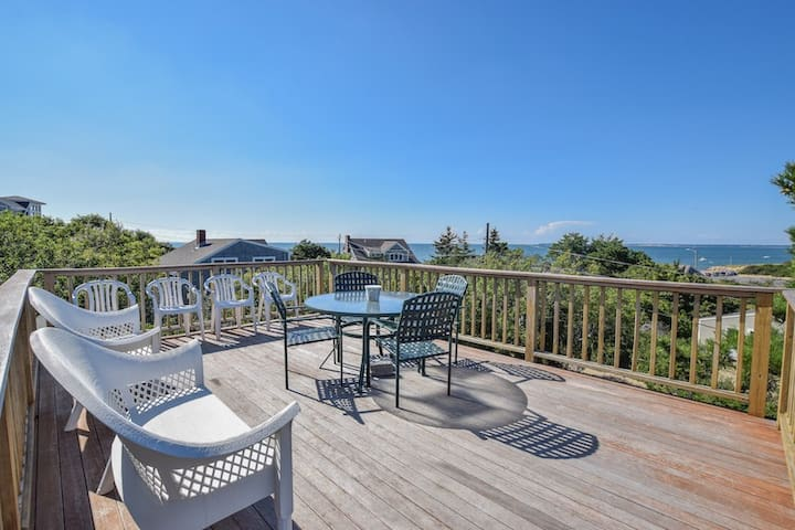 #401: Relax on your own roof top deck! Views of the bay, walk to a private beach