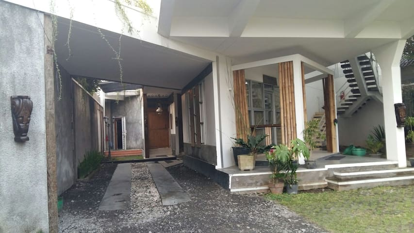 Never Seen Moderntique pavillion - Surakarta - Casa