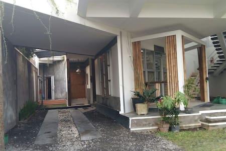 Never Seen Moderntique pavillion - Surakarta - Σπίτι