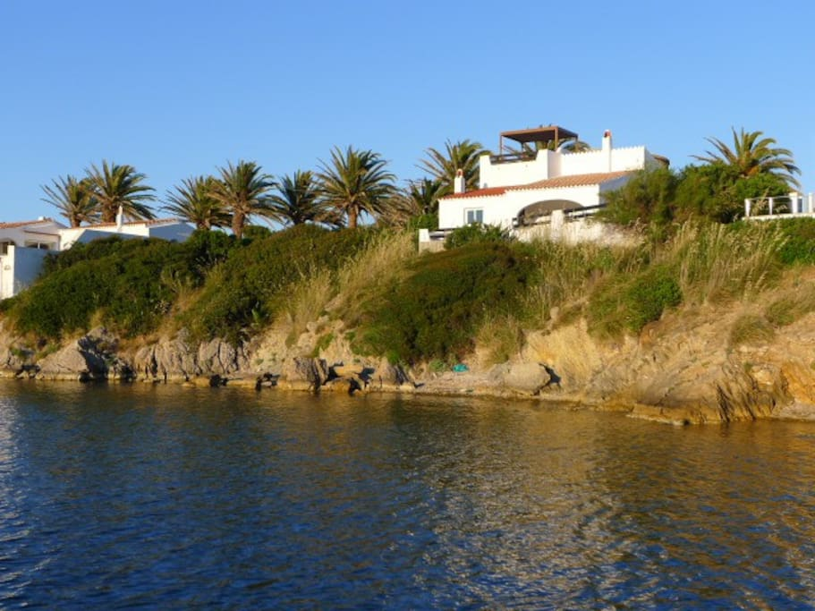 Villa Casabalanca faces south west vverlooking Cala Moli Bay and so gets the most of the evening sun as well as that day.