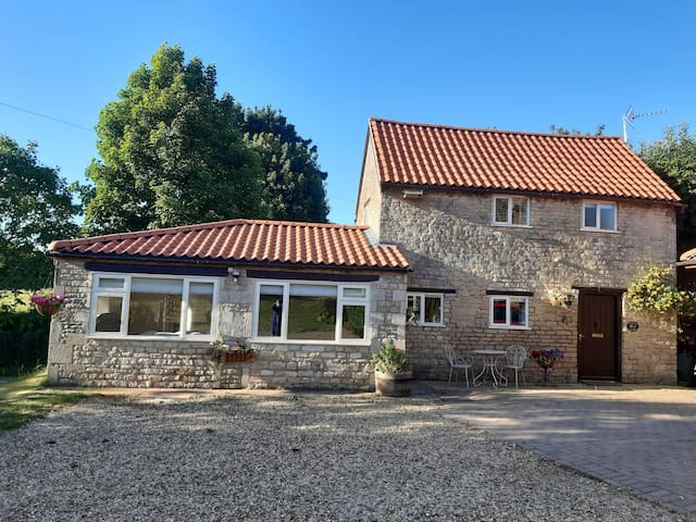 Pantiles Cottage, Stretton, sleeps 4 self catering