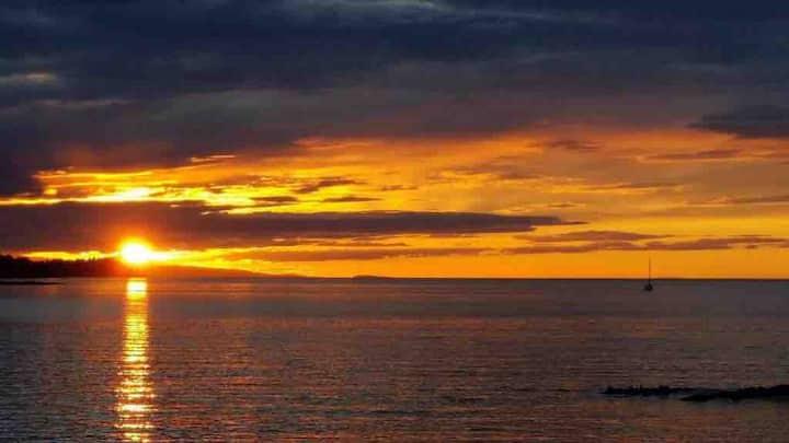 Sunset Retreat -Right on the beach!