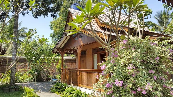 Villa Ago, Javanese Cottage with gardens & pool