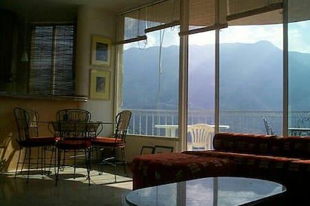 Panorama unique sur vallée d'adonis