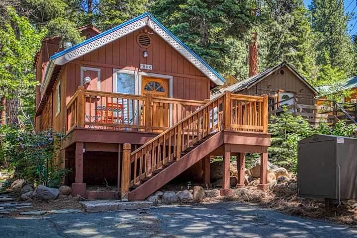 Family-friendly cabin with private patio and grill