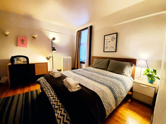 Cozy room in Downtown, Place-des-Arts, WIFI