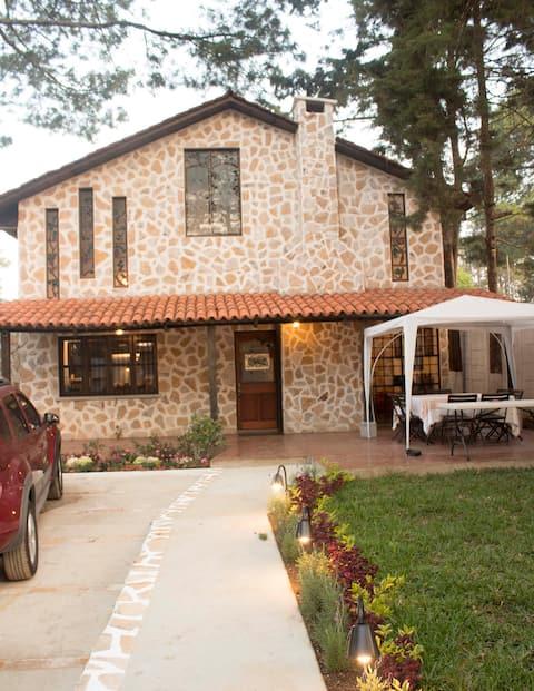 アンティグアから25分、Casa de Campo San Lucas Sac.